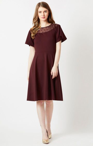 MISS CHASE   Maroon Solid Skater Dress