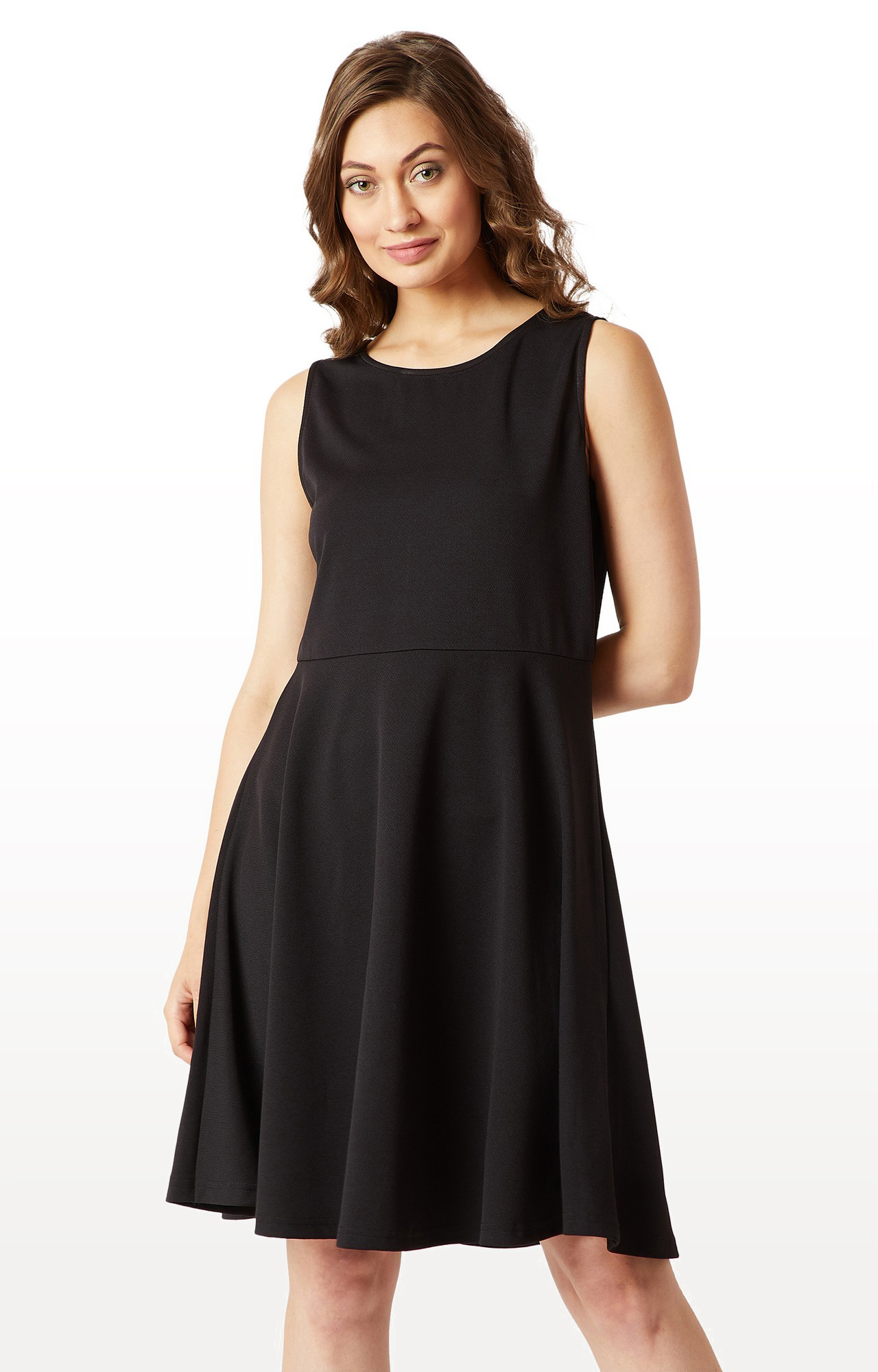 MISS CHASE | Black Solid Back Cut Out Knitted Knee Long Skater Dress