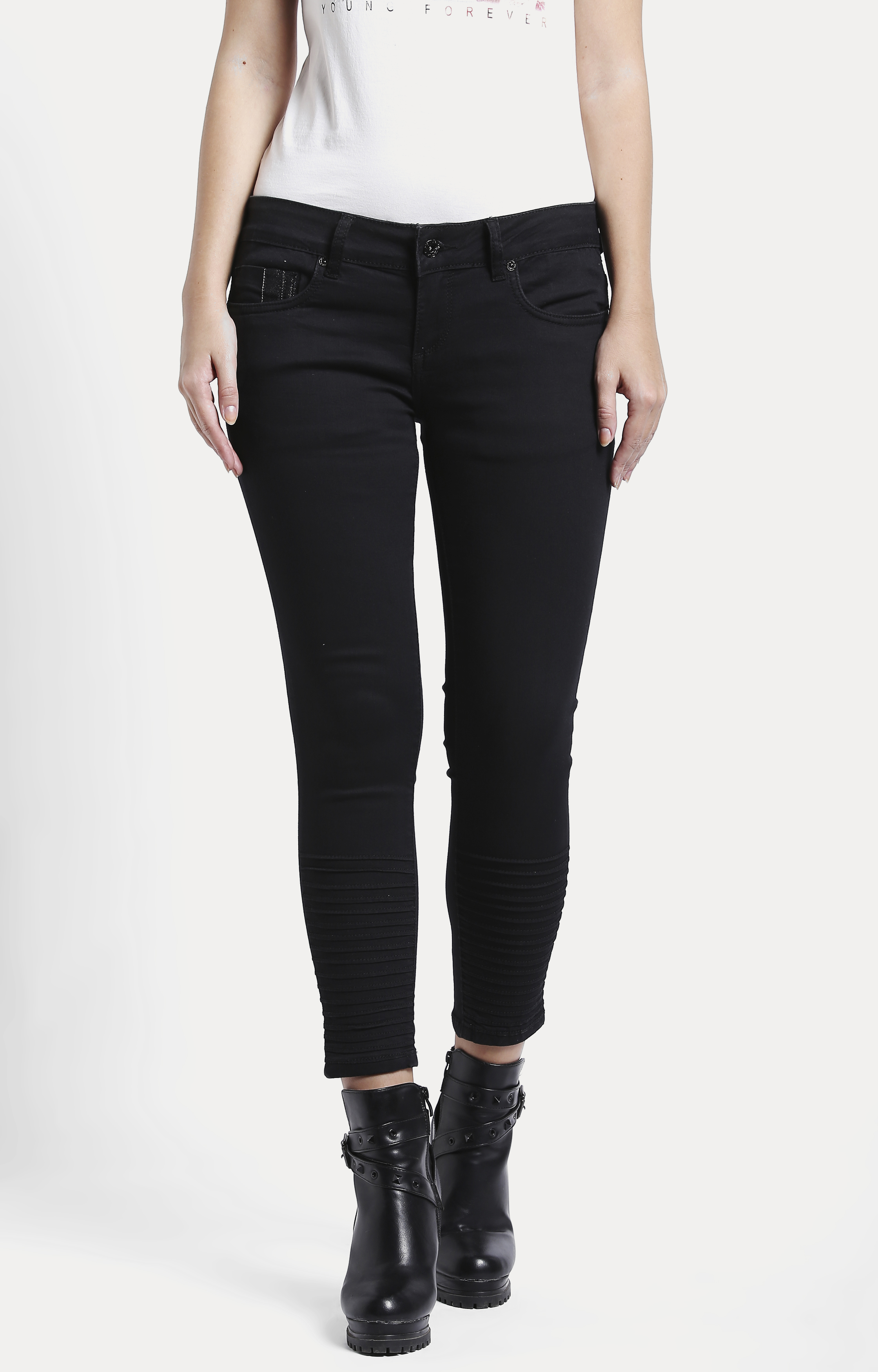 Pepe Jeans | Black Solid Cropped Jeans