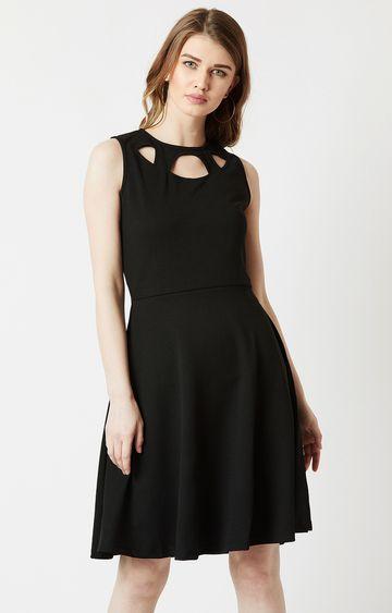 MISS CHASE   Black Solid Skater Dress