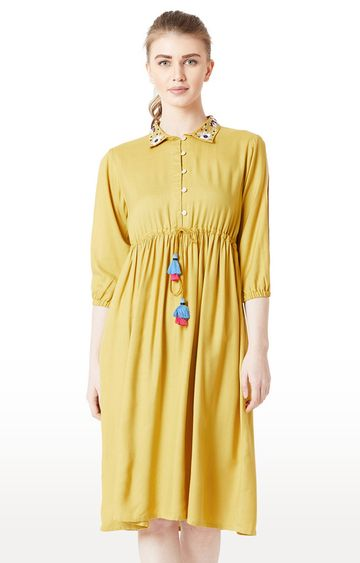 MISS CHASE   Mustard Solid Shift Dress