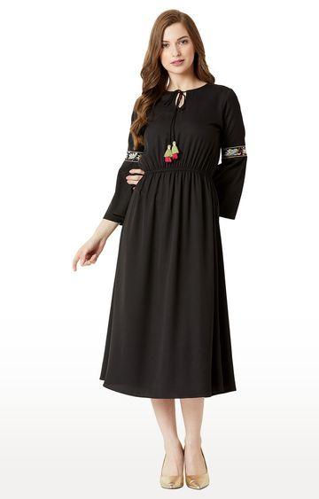 MISS CHASE | Black Solid Skater Dress