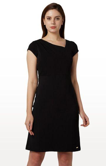 Park Avenue | Black Solid Shift Dress