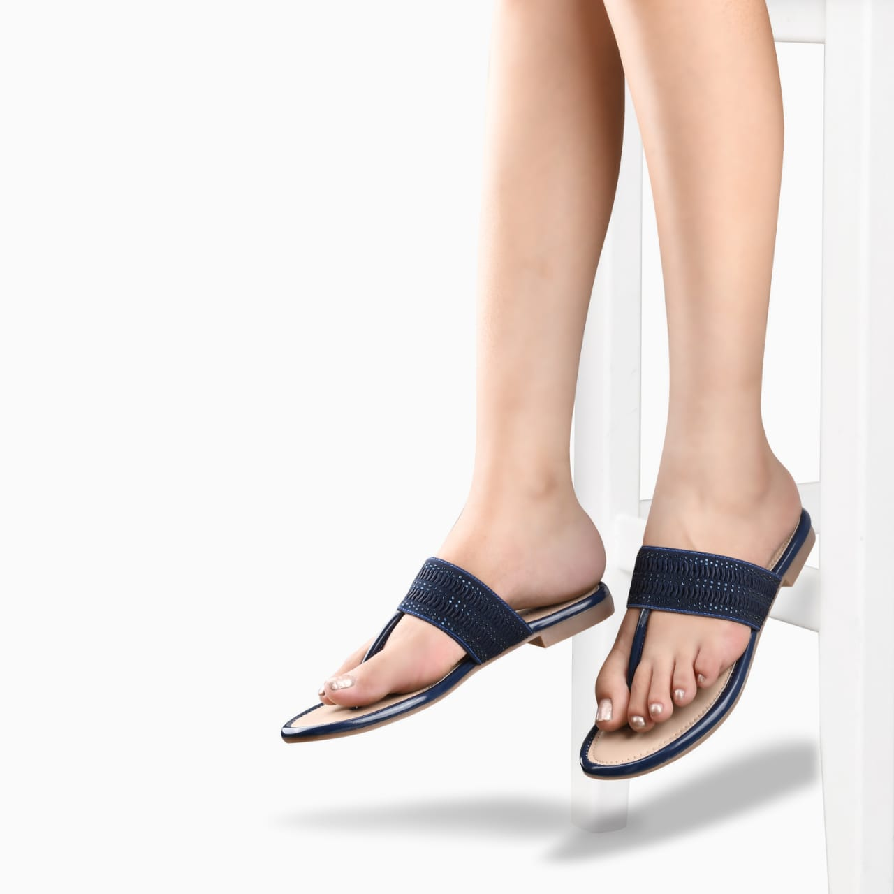 SALARIO | Salario Thong Flat Sandals with Textured Detail