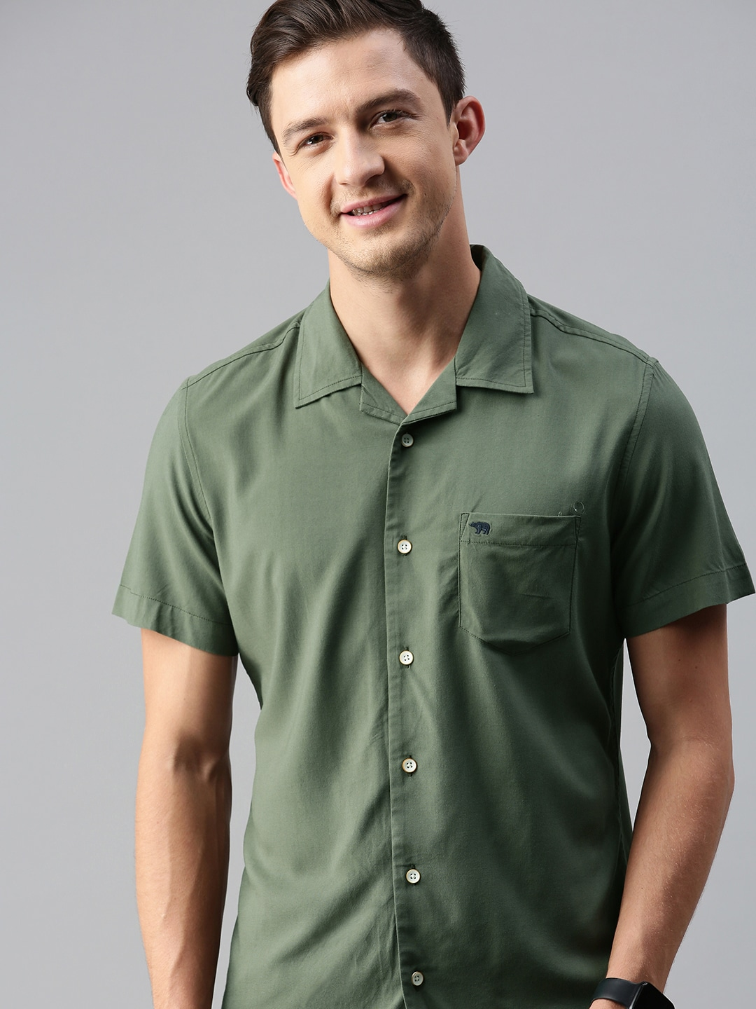 The Bear House   Men's Solid Bowling Collar Casual Shirt