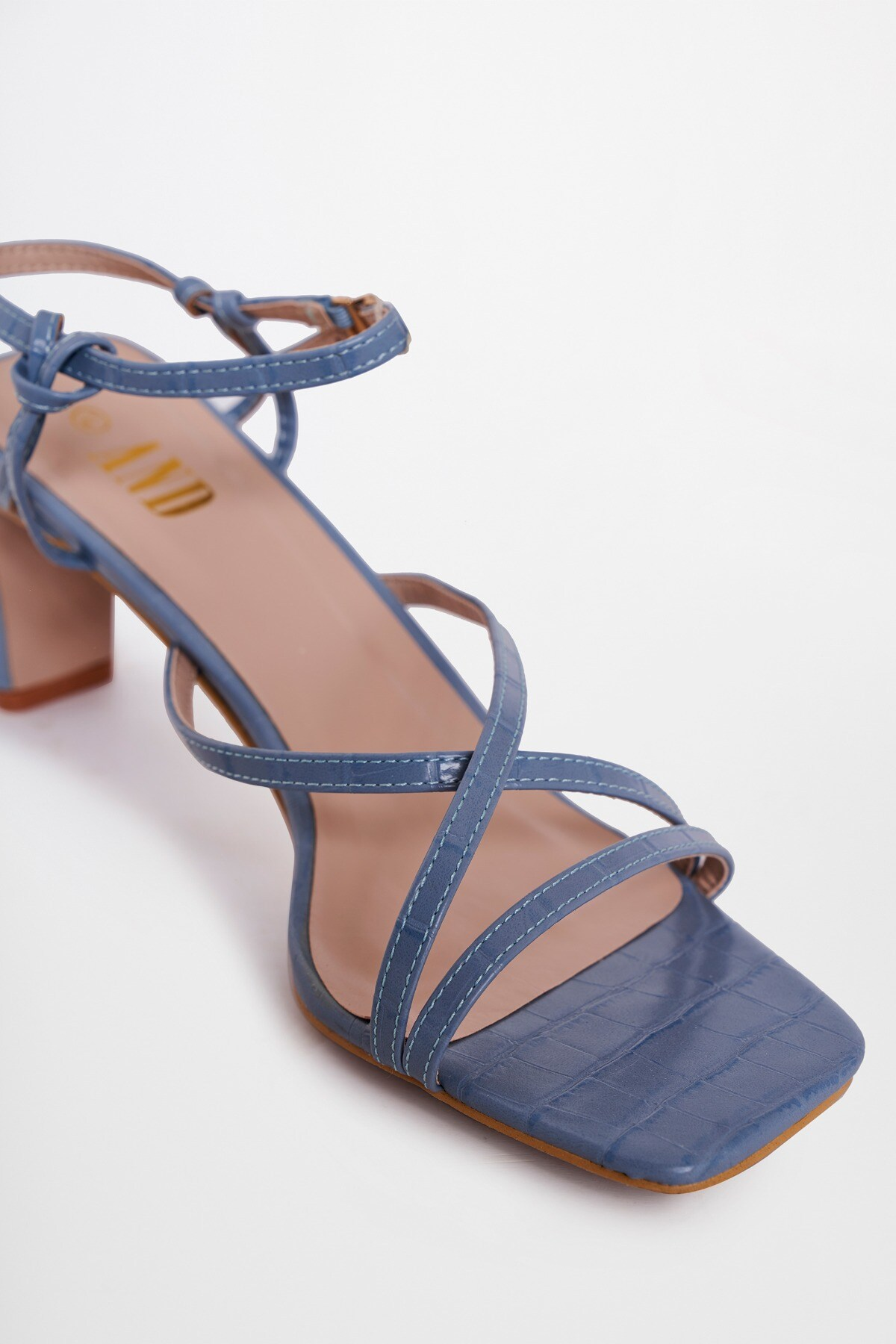 AND | Blue Stilettos
