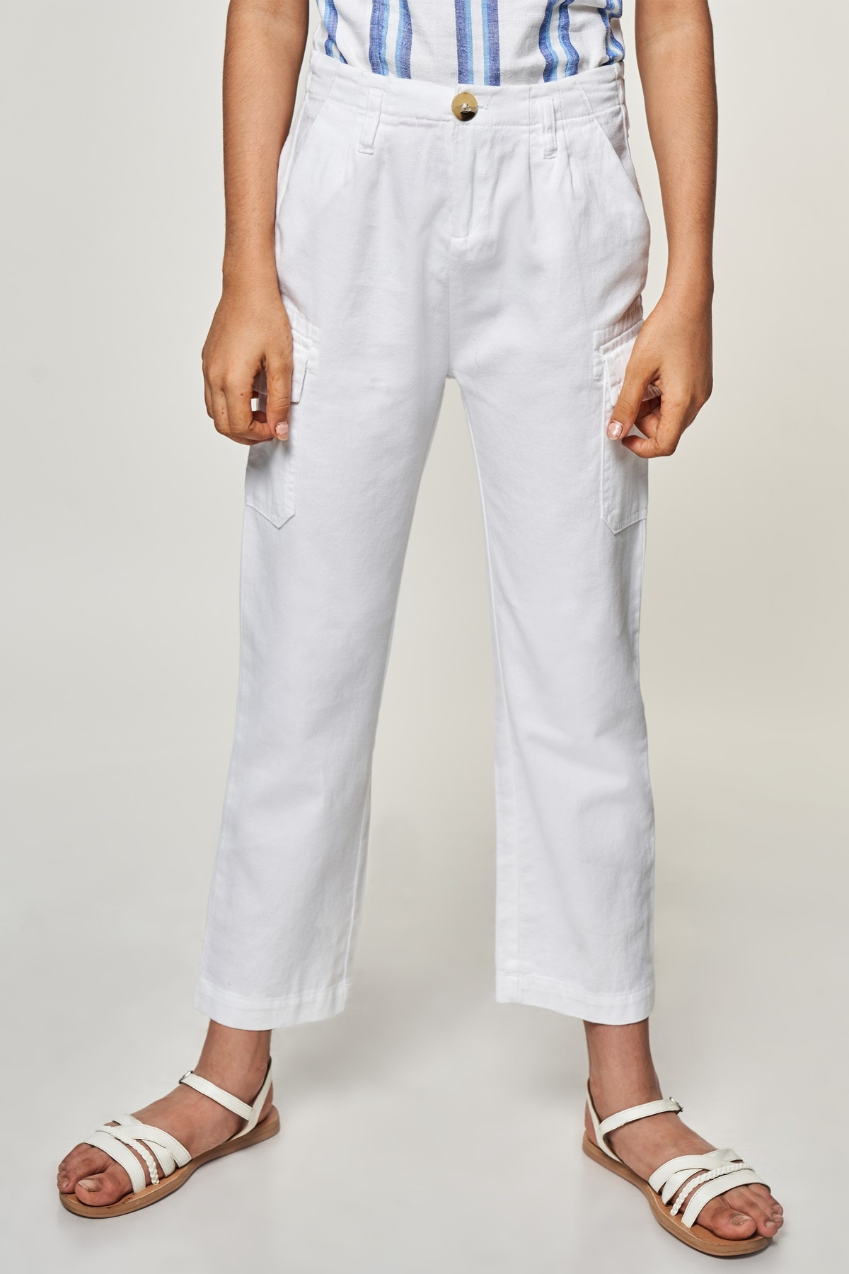 AND | White Solid  Bottom