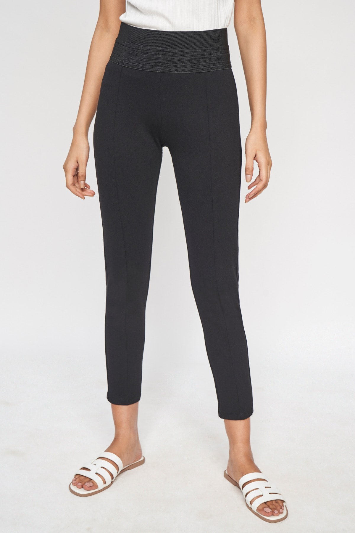 AND | Black Solid  Bottom