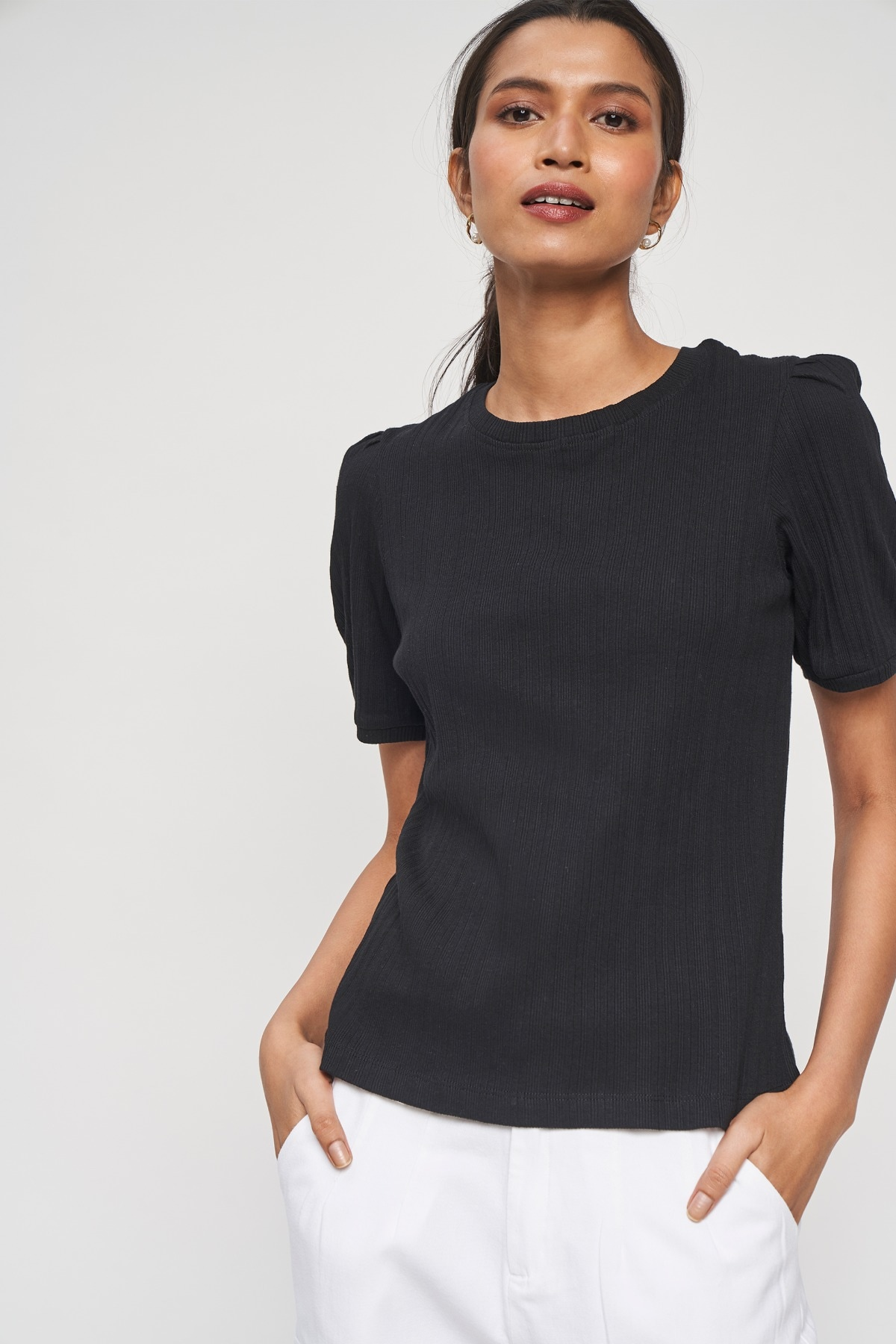 AND   Black Solid Straight Top