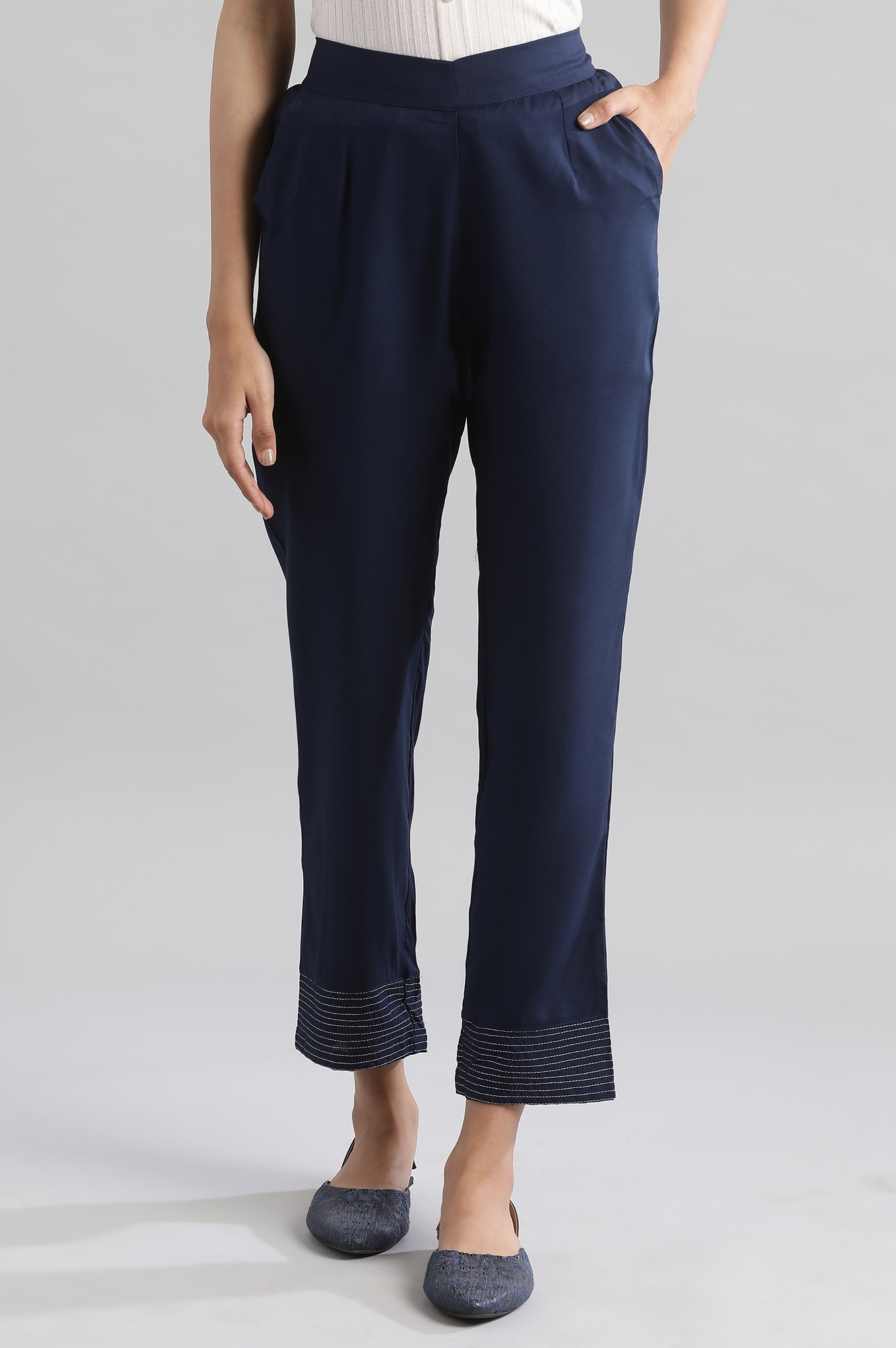 Aurelia   Navy Printed Pants