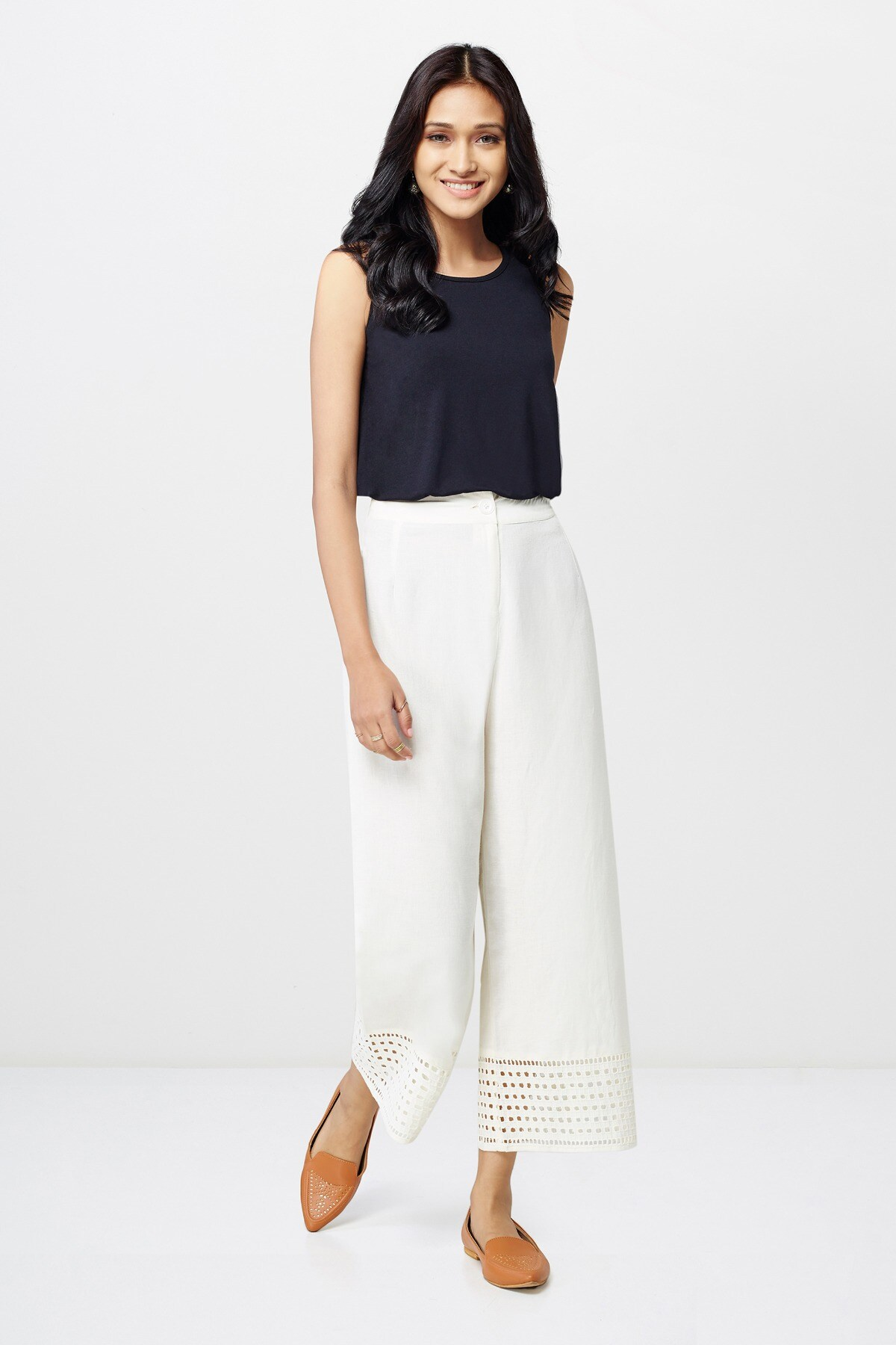Global Desi | Off White Schiffley Cropped Trousers