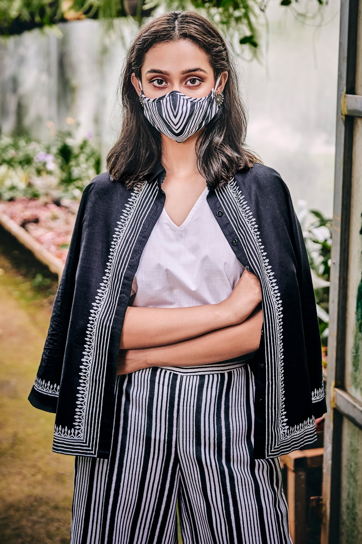 Global Desi | Black & White Mask with Pouch Combo