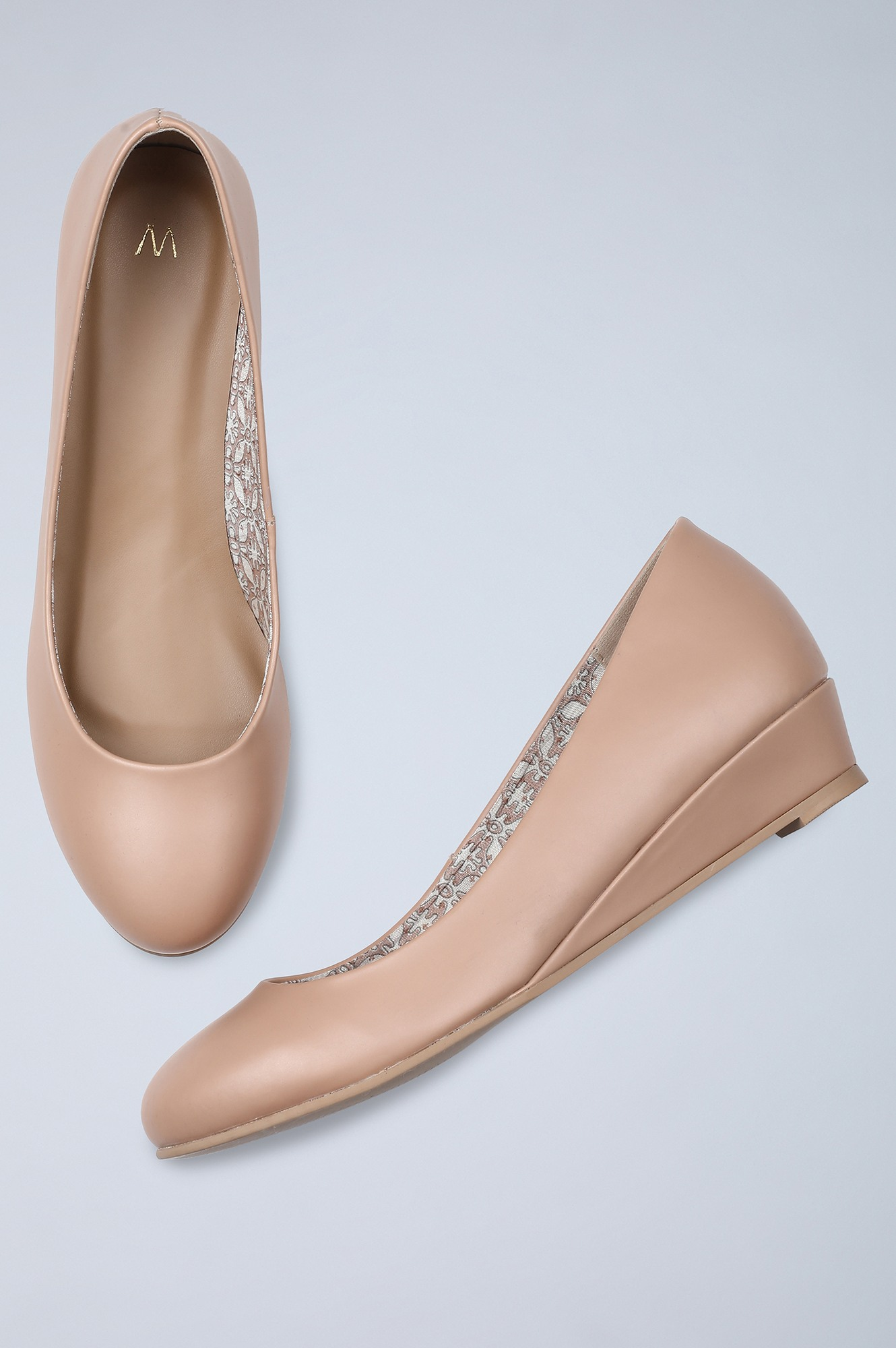 W | Round Toe Solid Wedge