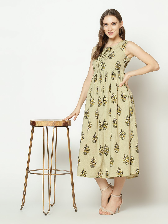 ZNX CLOTHING    Women Cream Floral Printed Flared  Kurta