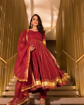 GAYRAA | Gayraa Women's rayon Gota patti maroon kurta with organza dupatta and pant