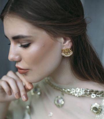 ZARIIN | Delicate Darling Stud Earrings