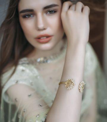 ZARIIN | Delicate Darling Bangle