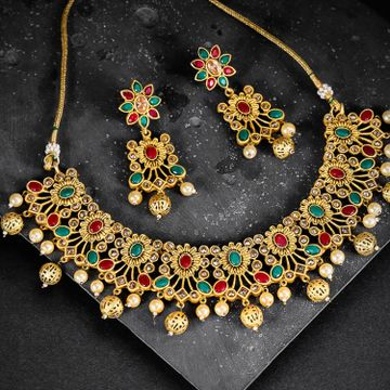 SUKKHI | Sukkhi Appealing Gold Plated Choker Neckalce Set for Women